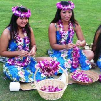 Hawaii, making Leis