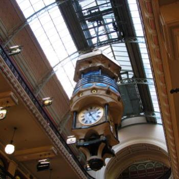 7012 inside QVB  clock & lots of shops Kate/Sydney