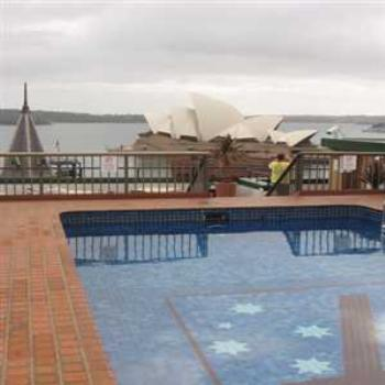 View from the roof pool (Sydney '09/LankyYank)